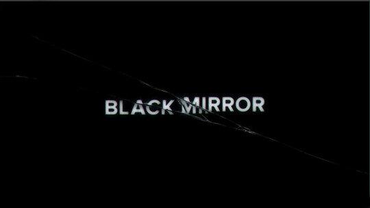 Black Mirror (Charlie Brooker) - Reino Unido.