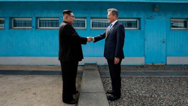 Korean presidents meeting at the DMZ