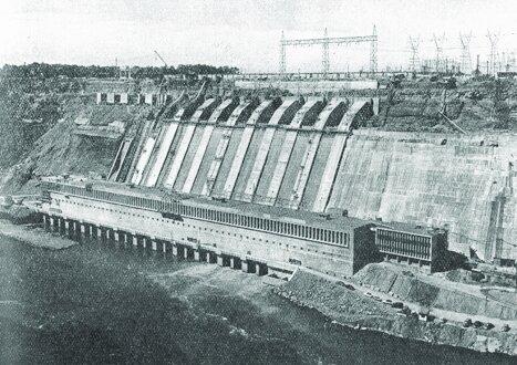 Tesla y Westinghouse crean la primera central hidroeléctrica en Las cataratas del Niagara