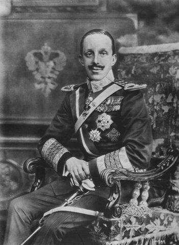 Comienza a reinar Alfonso XIII