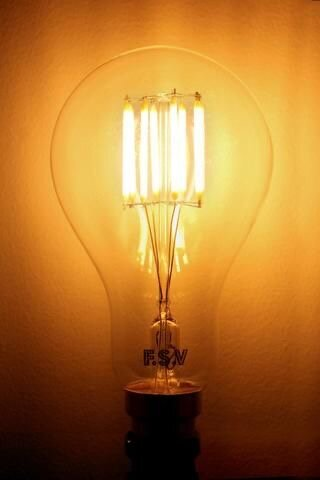 Edison tuvo la primera prueba con éxito de la bombilla incandescente.