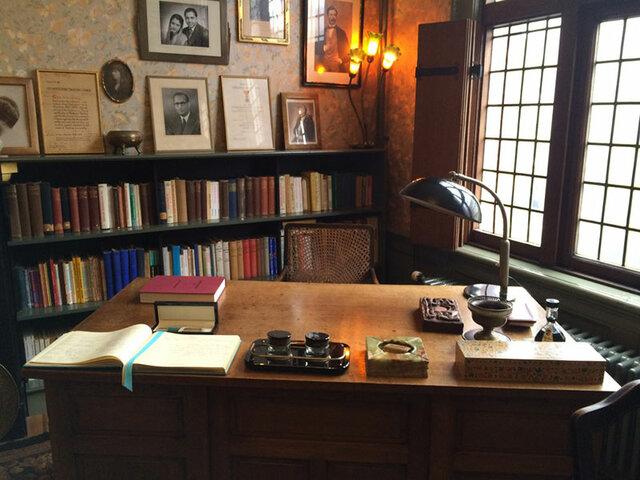 Maria Montessori moves to Amsterdam