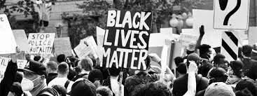 de jeunes blancs empêchent leurs camarades noirs d'aller en classe