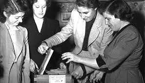 Obtención del derecho al voto y primera congresista en Estados Unidos.