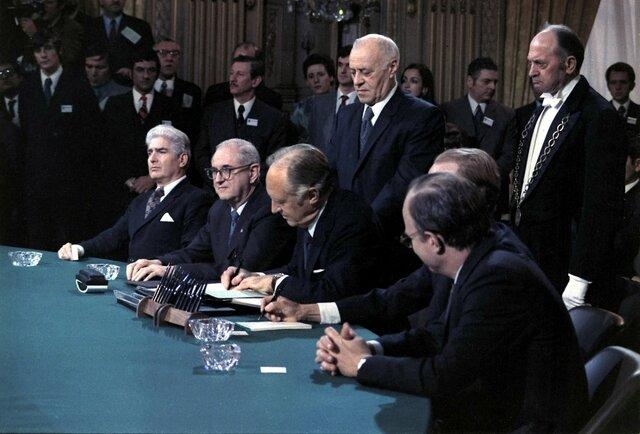 Firma del acuerdo de paz de París