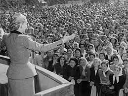 El sufragio femenino, otorgado en 1947, consolidó su inclusión en las políticas del Estado