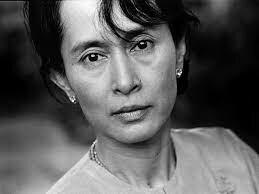 Aung San Suu Kyi, encabezó un movimiento pacífico en Birmania