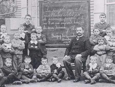 1882: Lois de Jules Ferry