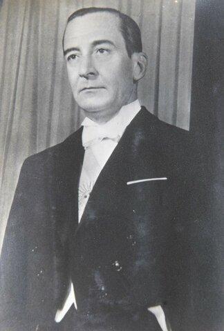 Asume Pedro Eugenio Aramburu
