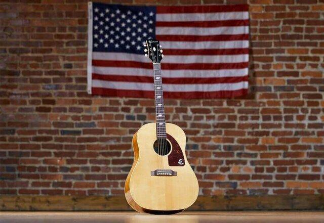 La guitarra llega a Estados Unidos.
