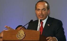 Felipe de Jesús Calderón Hinojosa, presidente constitucional de los estados unidos mexicanos.