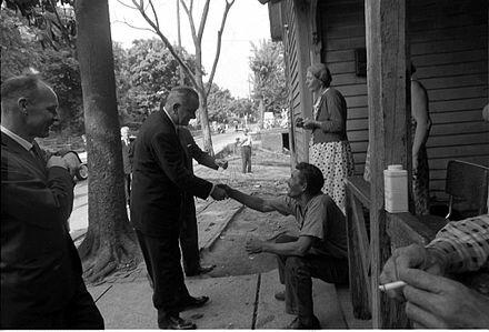 Guerra contra la pobreza y el Acta de educación elemental, promulgadas en 1965