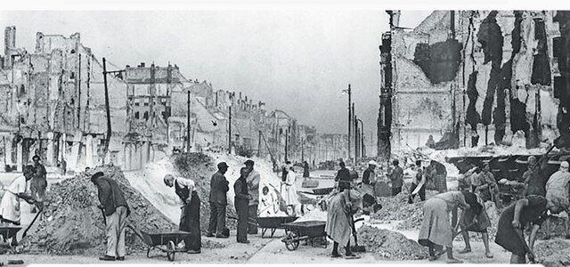 En 1945, al final de la guerra, Alemania había sufrido enormes pérdidas humanas y materiales, al igual que Japón.