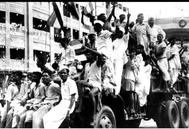 En 1947 la India logró su independencia del imperio británico mediante  la resitencia no violenta contra el colonialismo, impulsada por Mahatma Gandhi