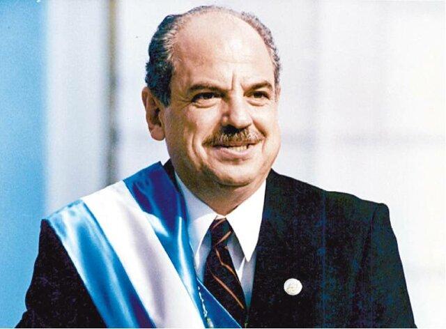 Jorge Serrano Elías, cuando asume la presidencia.
