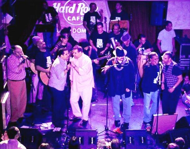 Concierto 30 aniversario en Hard Rock Café–Santo Domingo.