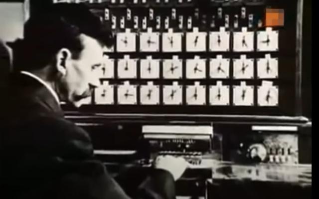 Herman Hollerith desarrolló un tabulador electromagnético de tarjetas perforadas