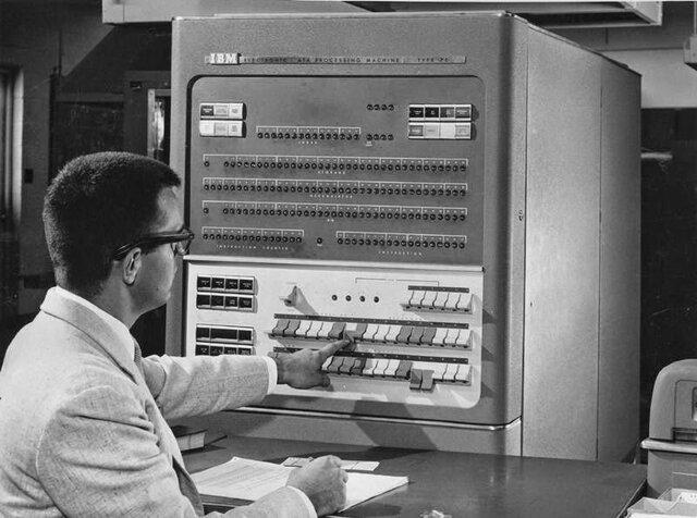 Ordenador IBM 704