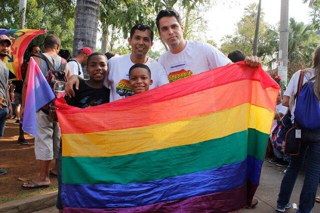 Adoção de crianças por casais de homoafetivos, sem restrição de idade