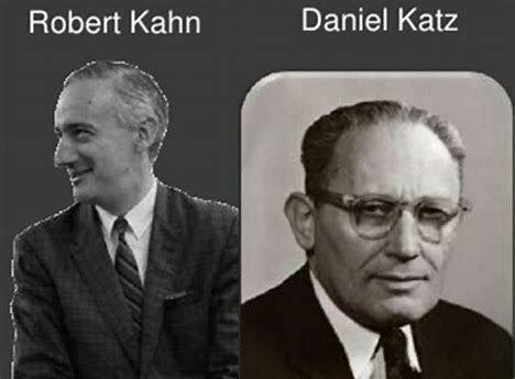 Daniel Katz, Robert Kahn y James Thompson.