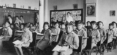 La educación primaria era obligatoria y gratuita.