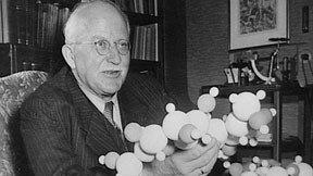 H. Staudinger  vince il premio Nobel per la scoperta dei polimeri