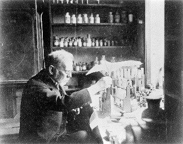 P. Ehrilich  trova un composto contro la spirocheta della sifilide