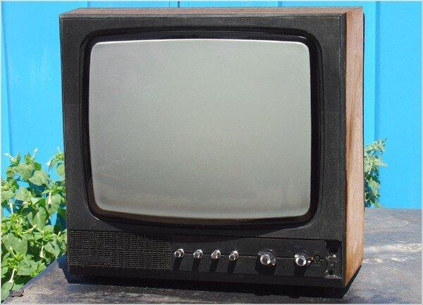 Lo cotidiano de las televisiones - Edna Pabón