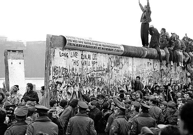 OCASO DEL SISTEMA SOCIALISTA