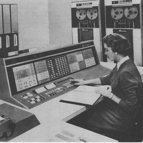 Segunda generación, desde 1956 hasta 1963: Computadoras de estado sólido con transistores
