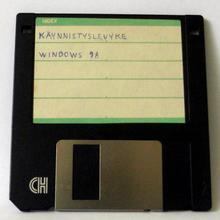 Es lanzado al mercado el sistema  Windows 98