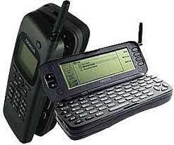 10.000.000 de ordenadores conectados a Internet. El Nokia 9000 Communicator se convierte en el smartphone e  integraba una CPU Intel 386