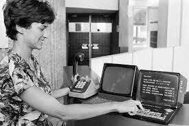 Minitel y sus servicios en 1990