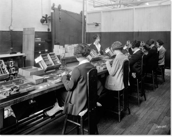 EXPERIMENTOS DE HAWTHORNE 1924 - 1930