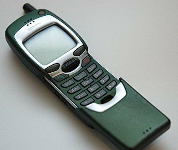 Primer teléfono móvil digital