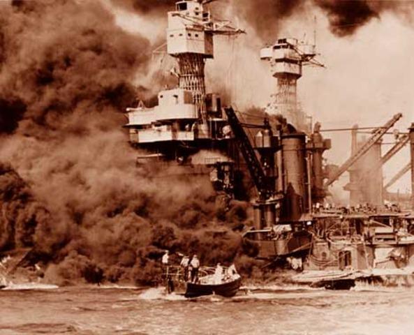 Ataque japones a la base de Pearl Harbour.