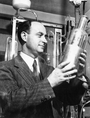 Enrico Fermi, hace funcionar un reactor Nuclear
