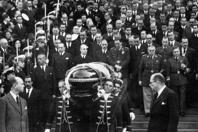 Muere Juan Domingo Perón -Asume María Estela Martínez de Perón