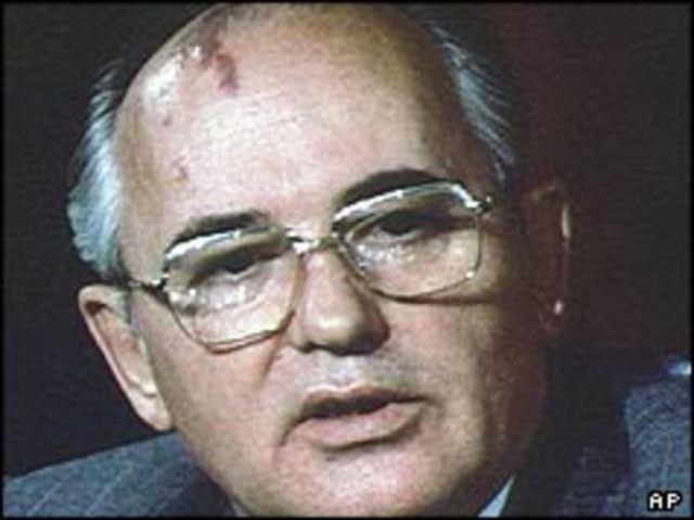 Gorbachev steps down