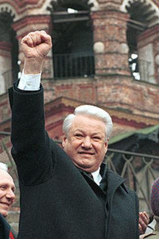 boris yeltsin becomes president