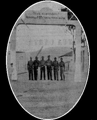 Eva fotografa a chegada dos pracinhas de Cataguases que lutaram na II Guerra Mundial
