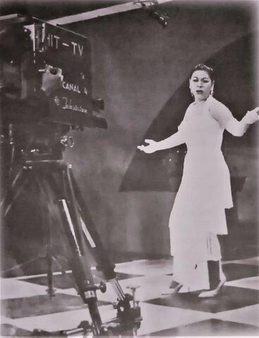 La Soberana Casandra Damirón canta en La Voz Dominicana Televisión