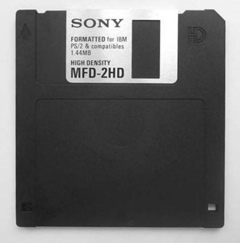 Se inventa el disquete