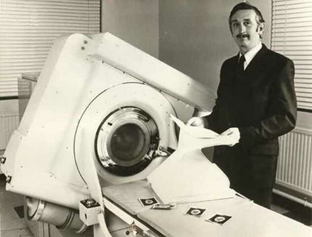 Hounsfield introduce La Tomografia compuratizada
