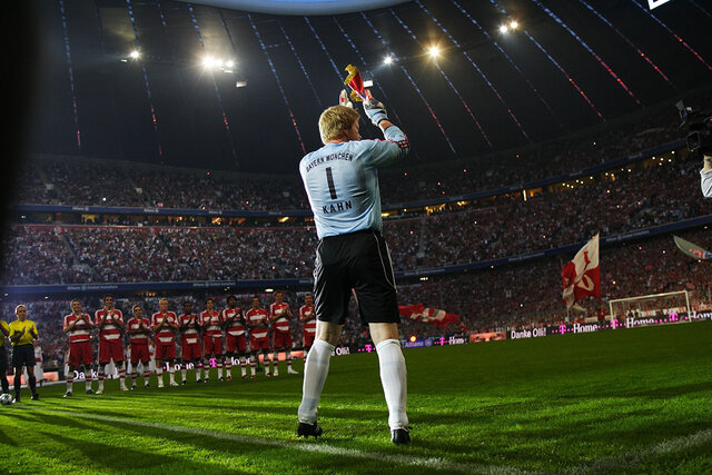 Oliver Kahn says goodbye to the courts