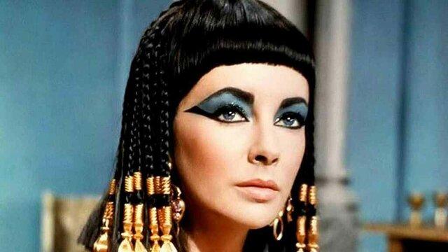 Cleopatra se convierte en la reina de Egipto.