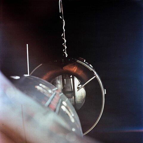 Первая ручная стыковка космических аппаратов