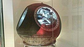 Запуск первого в мире многоместного космического корабля «Восход-1».