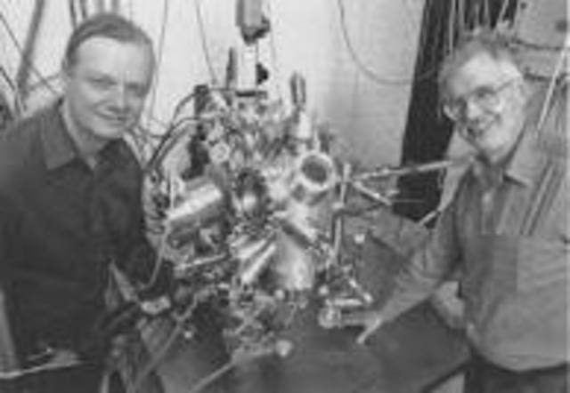 First scanning microscope which tunnels objects in the microscope, becomes invented