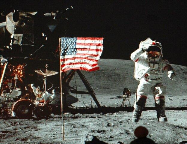 Армстронг и Олдрин на Луне в 1969г.